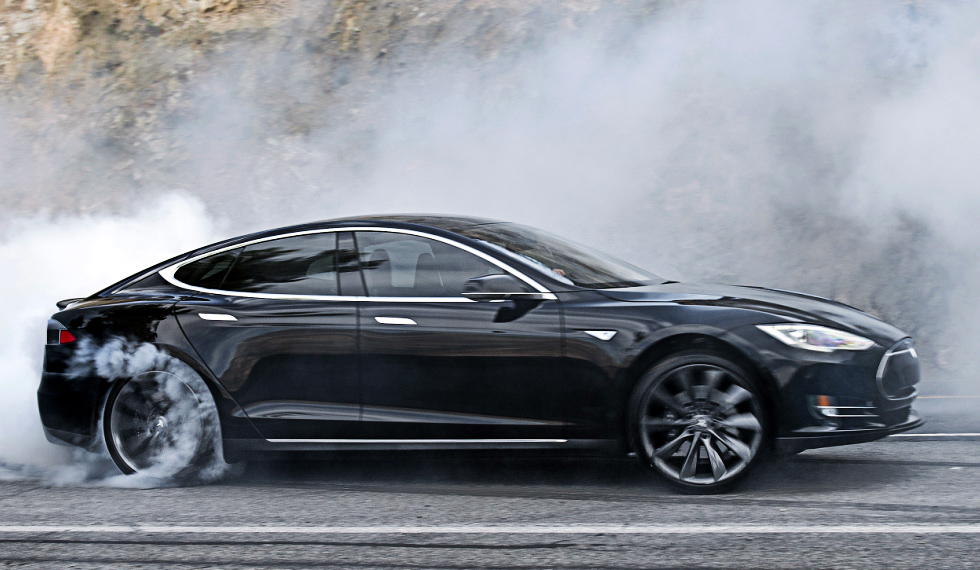 tesla model s breaks acceleration record with ludicrous mode socialunderground. Black Bedroom Furniture Sets. Home Design Ideas