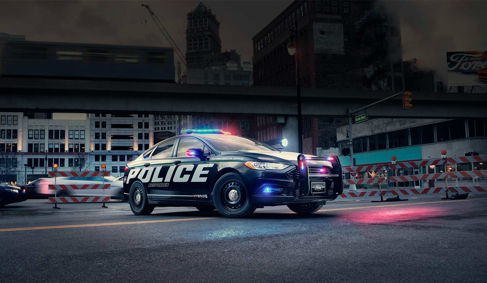 FORD'S HYBRID POLICE CAR FOR HIGH-SPEED CHASES